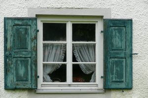 window-1502348_1280